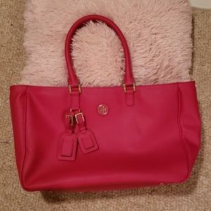 💕Eye Catching Tory Burch Tote!!💕